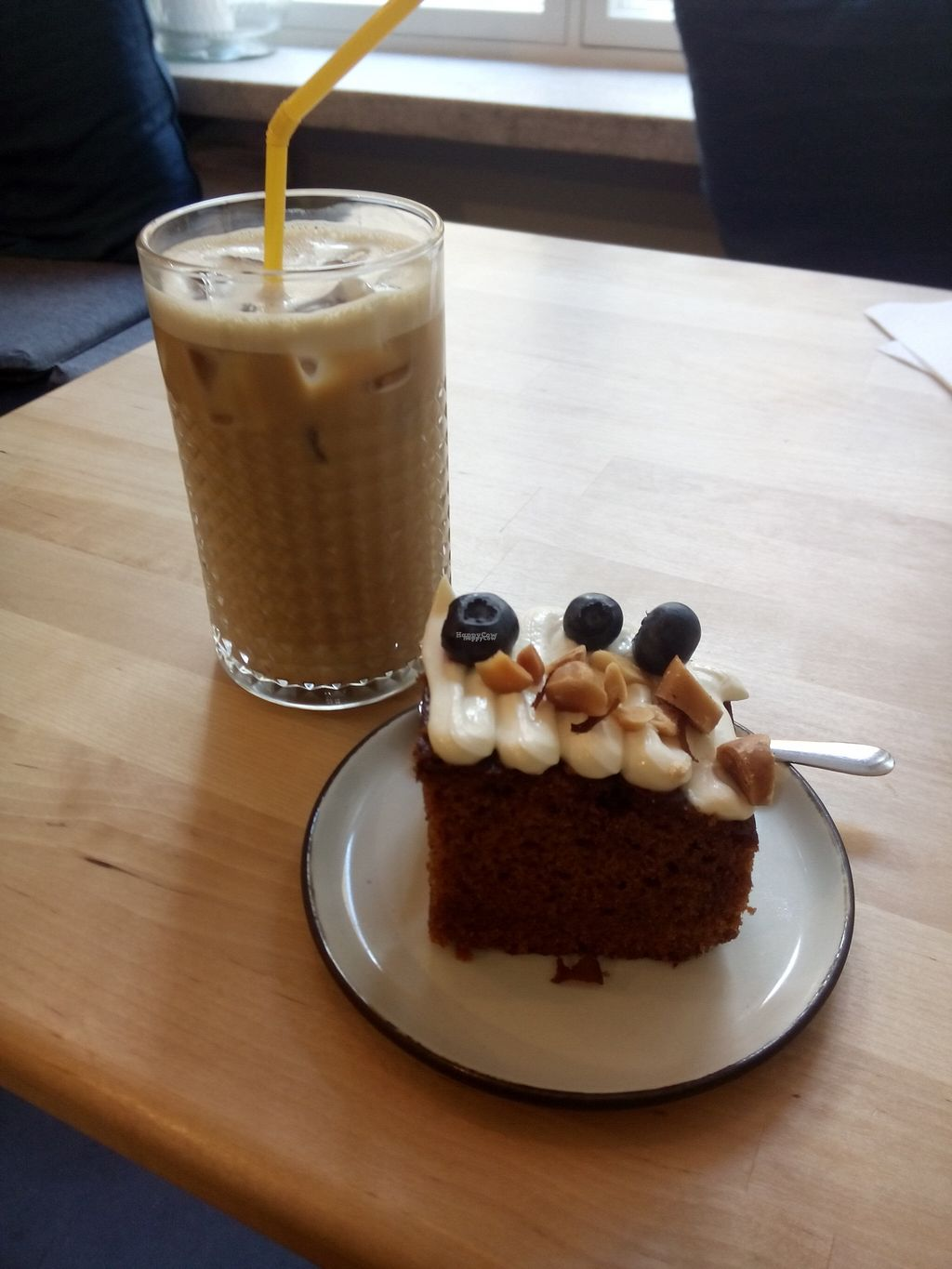 """Photo of El Fant  by <a href=""""/members/profile/Lapa"""">Lapa</a> <br/>Iced oatmilk latte and carrotcake <br/> August 12, 2016  - <a href='/contact/abuse/image/74557/167934'>Report</a>"""