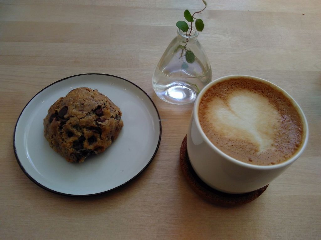 """Photo of El Fant  by <a href=""""/members/profile/Lapa"""">Lapa</a> <br/>Cranberry chocolatechip cookie and oatmilk cappuchino <br/> May 3, 2017  - <a href='/contact/abuse/image/74557/255170'>Report</a>"""