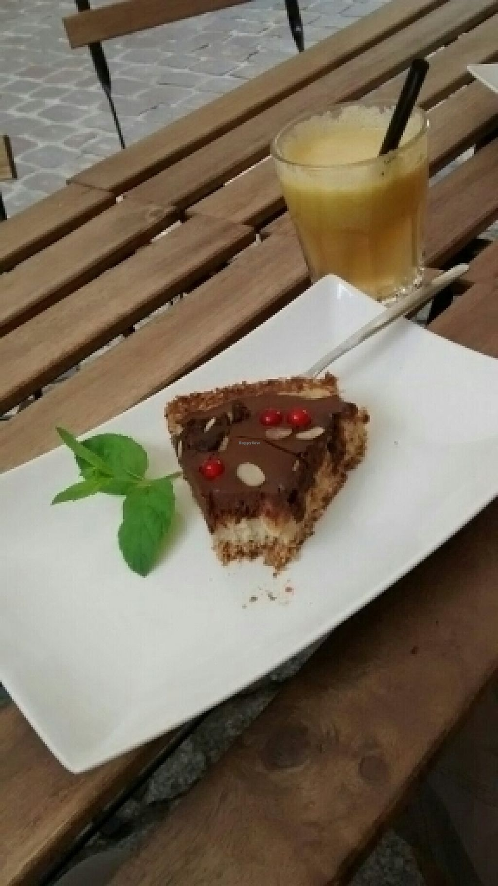 """Photo of Zapalka Coffee  by <a href=""""/members/profile/Bountalis"""">Bountalis</a> <br/>Rohveganer Kuchen für 9 zloty + frisch gepresster Apfelsaft <br/> July 25, 2016  - <a href='/contact/abuse/image/74562/162265'>Report</a>"""