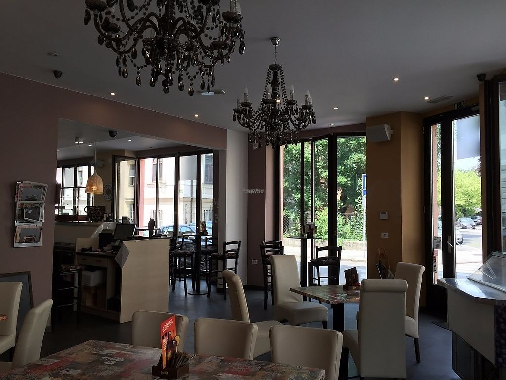 """Photo of CLOSED: Zaziv Vegan Bistro  by <a href=""""/members/profile/rackoo"""">rackoo</a> <br/>Lots of space <br/> December 13, 2016  - <a href='/contact/abuse/image/74820/200571'>Report</a>"""