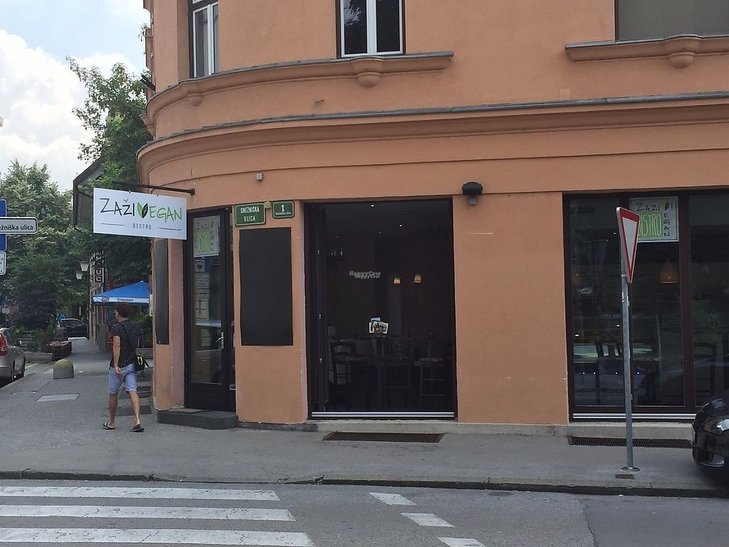 """Photo of CLOSED: Zaziv Vegan Bistro  by <a href=""""/members/profile/rackoo"""">rackoo</a> <br/>Restaurant from the street <br/> December 13, 2016  - <a href='/contact/abuse/image/74820/200572'>Report</a>"""
