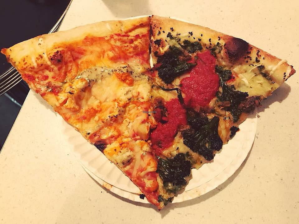 "Photo of Screamer's Pizzeria  by <a href=""/members/profile/Tabgreenvegan"">Tabgreenvegan</a> <br/>Pizza <br/> March 28, 2018  - <a href='/contact/abuse/image/75081/377392'>Report</a>"