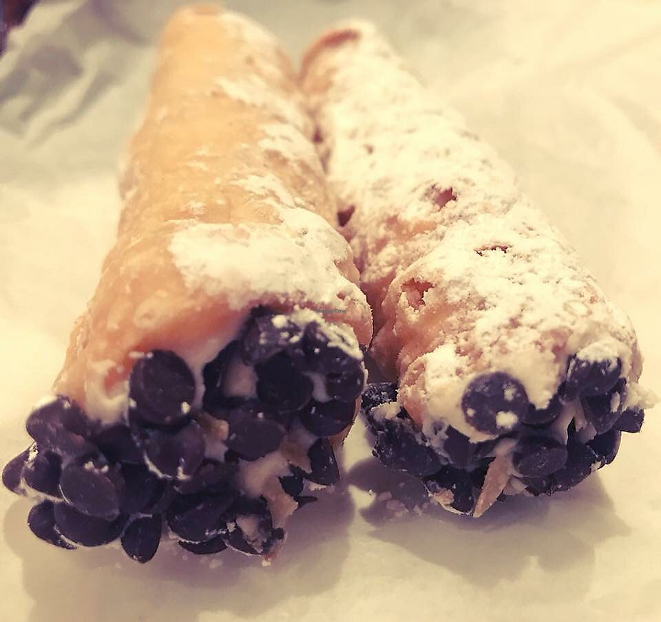 "Photo of Screamer's Pizzeria  by <a href=""/members/profile/Tabgreenvegan"">Tabgreenvegan</a> <br/>Cannoli  <br/> March 28, 2018  - <a href='/contact/abuse/image/75081/377393'>Report</a>"