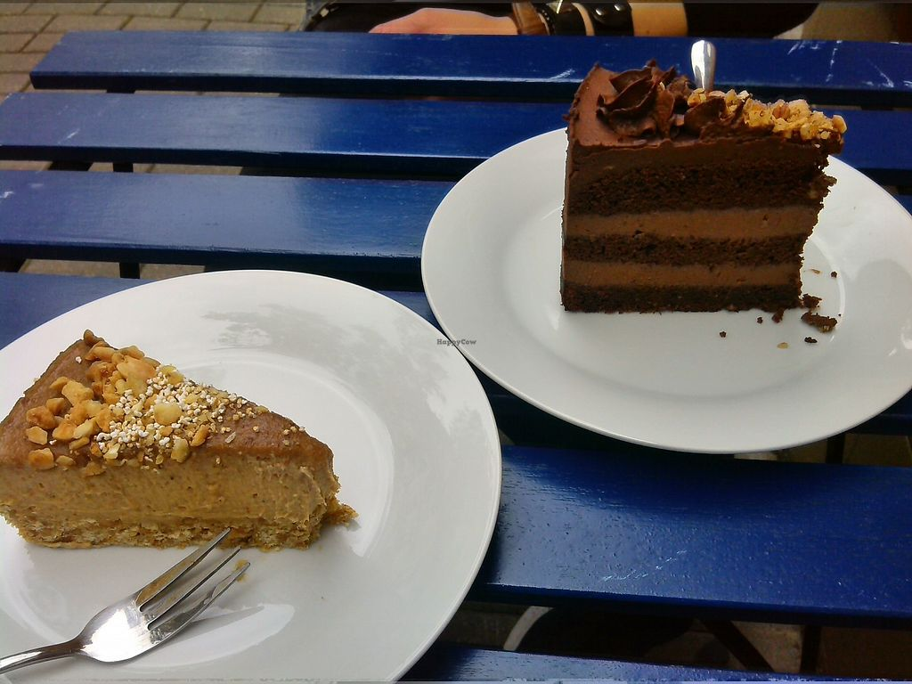 "Photo of Slodki Bez  by <a href=""/members/profile/Saloos"">Saloos</a> <br/>We tried the raw peanut and banana cake and the chocolate cake; both vere delicious! <br/> September 16, 2017  - <a href='/contact/abuse/image/75144/304928'>Report</a>"