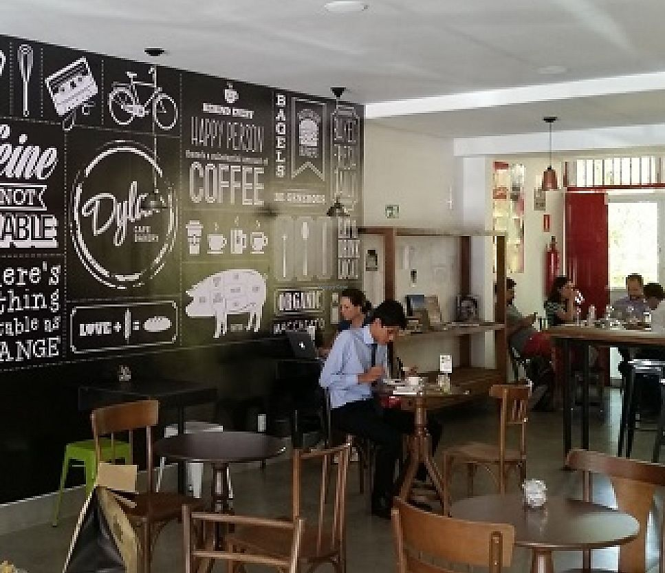 """Photo of Dylan Cafe and Bakery  by <a href=""""/members/profile/bfeitosa"""">bfeitosa</a> <br/>Dylan Cafe <br/> June 20, 2016  - <a href='/contact/abuse/image/75348/303105'>Report</a>"""