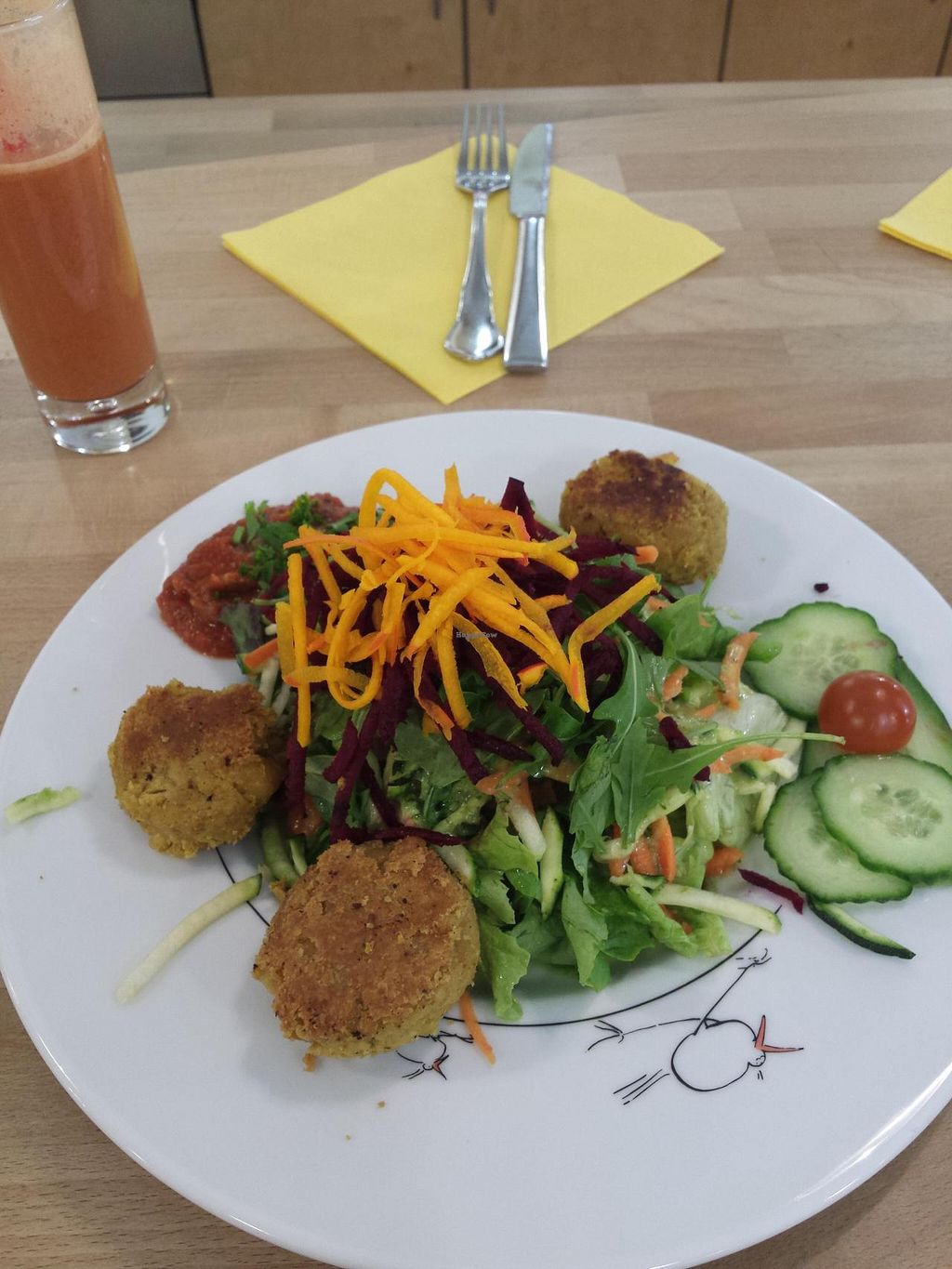 "Photo of Oh! Bio Mio  by <a href=""/members/profile/coi"">coi</a> <br/>Vegan falafel and salad <br/> April 26, 2015  - <a href='/contact/abuse/image/7540/100410'>Report</a>"