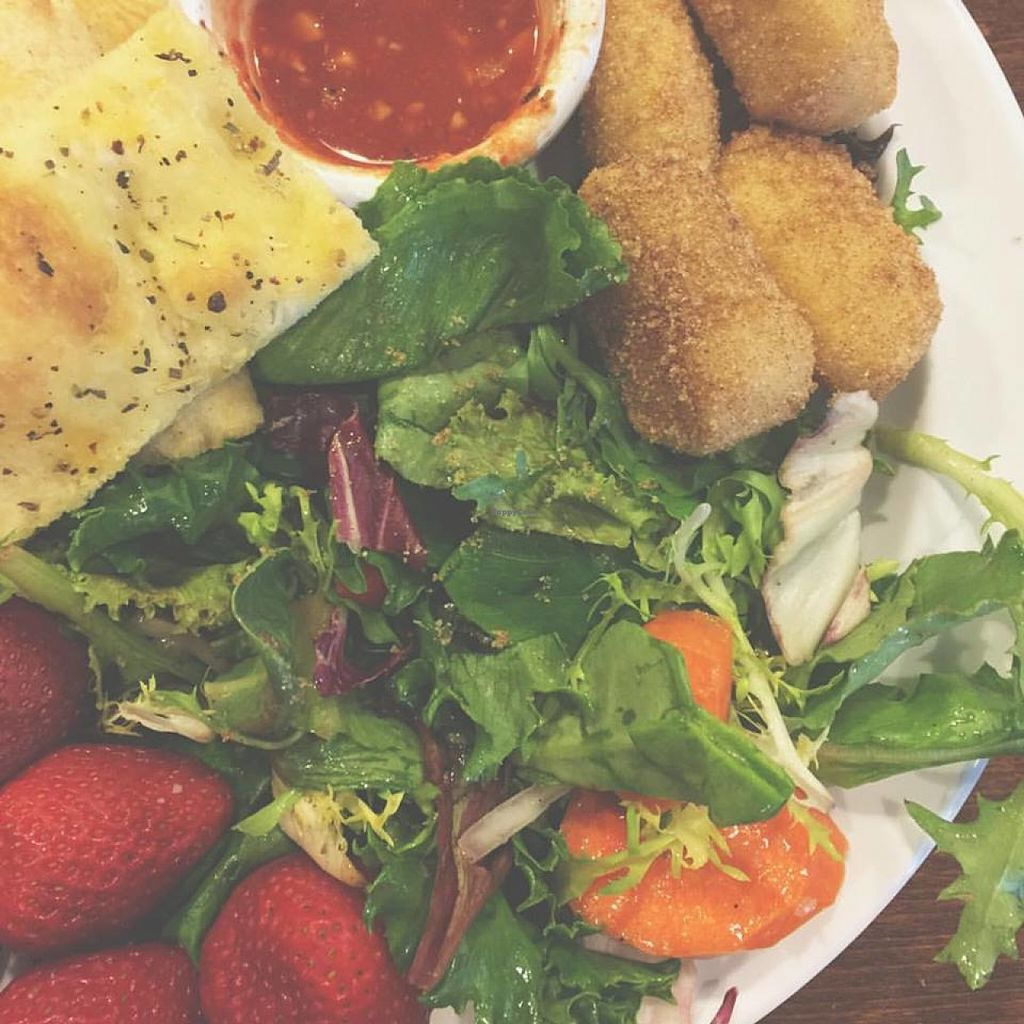 "Photo of CLOSED: Prontobella Italian Kitchen  by <a href=""/members/profile/radfatvegan"">radfatvegan</a> <br/>Thanks for the vegan buffet options @prontopizzaclackamas! Mixed salad, flat bread w/spicy marinara, strawberries and even donuts ❤️ <br/> June 22, 2016  - <a href='/contact/abuse/image/75515/155535'>Report</a>"
