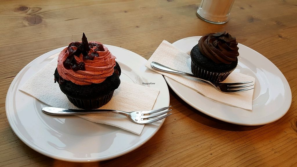"Photo of Katjes Cafe Grün-Ohr  by <a href=""/members/profile/NicNewbs"">NicNewbs</a> <br/>vegan cherry/choc & choc cakes <br/> October 5, 2017  - <a href='/contact/abuse/image/75531/312042'>Report</a>"