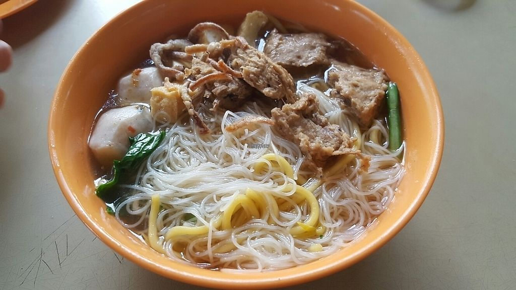 "Photo of Ren Xiang Vegetarian Food  by <a href=""/members/profile/Love%40Sunshine"">Love@Sunshine</a> <br/>Vegetarian Mutton Mee Hoo mixed w Yellow Noodles Soup <br/> December 19, 2016  - <a href='/contact/abuse/image/75565/202828'>Report</a>"