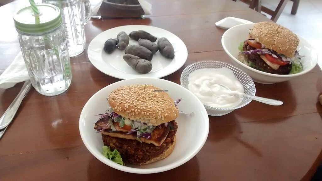 """Photo of Fast & Vegan  by <a href=""""/members/profile/Andorina"""">Andorina</a> <br/>Burguer with purple potatoes! Yummy! <br/> February 16, 2018  - <a href='/contact/abuse/image/75590/360065'>Report</a>"""