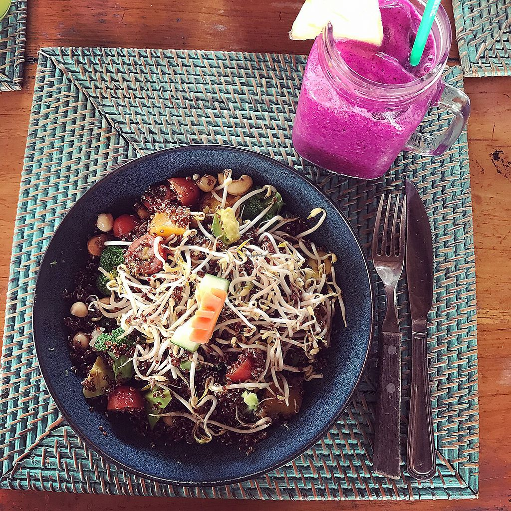 """Photo of The Cashew Tree  by <a href=""""/members/profile/Ulrika"""">Ulrika</a> <br/>Superfood salad and a pitaya smoothie (with vegan protein powder) <br/> November 22, 2017  - <a href='/contact/abuse/image/75644/328036'>Report</a>"""