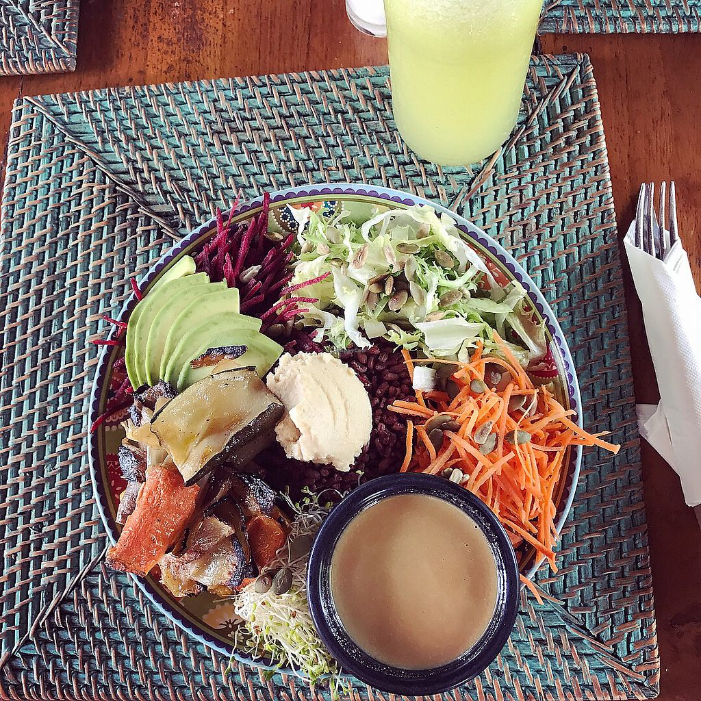 """Photo of The Cashew Tree  by <a href=""""/members/profile/Ulrika"""">Ulrika</a> <br/>Soul bowl and """"refresher"""" juice (pineapple, lime & stuff) <br/> November 22, 2017  - <a href='/contact/abuse/image/75644/328037'>Report</a>"""