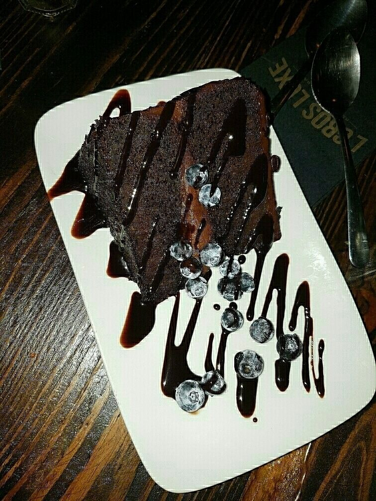 """Photo of CLOSED: L'Gros Luxe 100% Vege  by <a href=""""/members/profile/Veganchick11"""">Veganchick11</a> <br/>chocolate cake  <br/> September 25, 2016  - <a href='/contact/abuse/image/75664/177942'>Report</a>"""