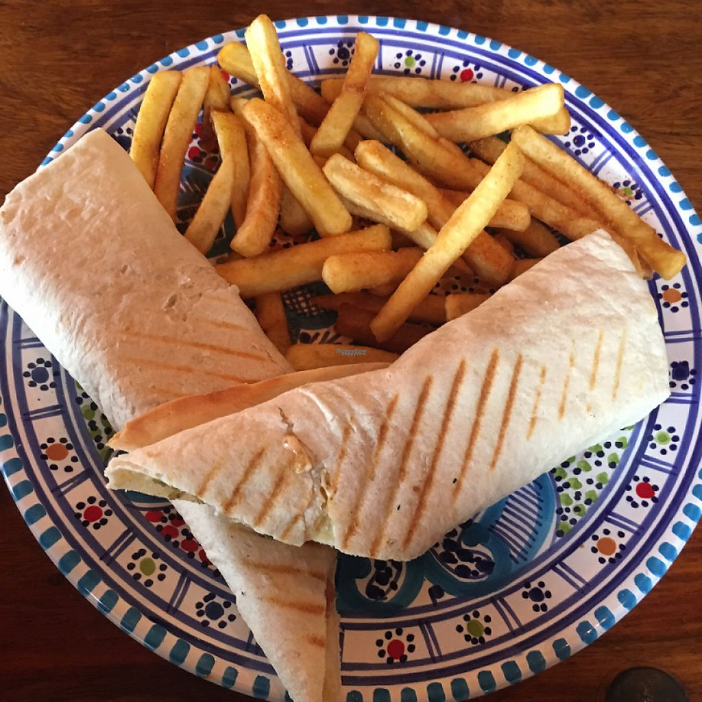 "Photo of Nofretete  by <a href=""/members/profile/romyhoskin"">romyhoskin</a> <br/>falafel wrap and chips  <br/> April 14, 2017  - <a href='/contact/abuse/image/75669/247901'>Report</a>"