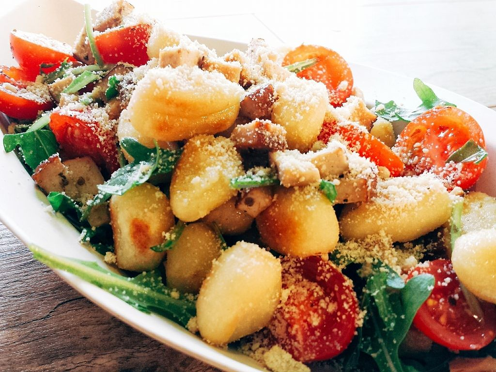 "Photo of Veggieman Xpress  by <a href=""/members/profile/Veggieman%27s_Eddie"">Veggieman's_Eddie</a> <br/>Gnocchi-Tomaten-Pfanne mit veganem Parmesan und Rucola <br/> June 21, 2017  - <a href='/contact/abuse/image/75825/271770'>Report</a>"