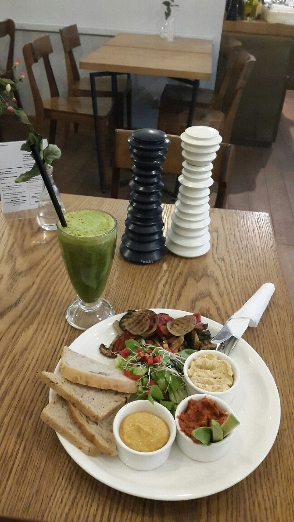 "Photo of Mo-Ja Cafe  by <a href=""/members/profile/Cocoon_me"">Cocoon_me</a> <br/>Vege-vege and energy smoothie <br/> March 13, 2017  - <a href='/contact/abuse/image/75826/235826'>Report</a>"