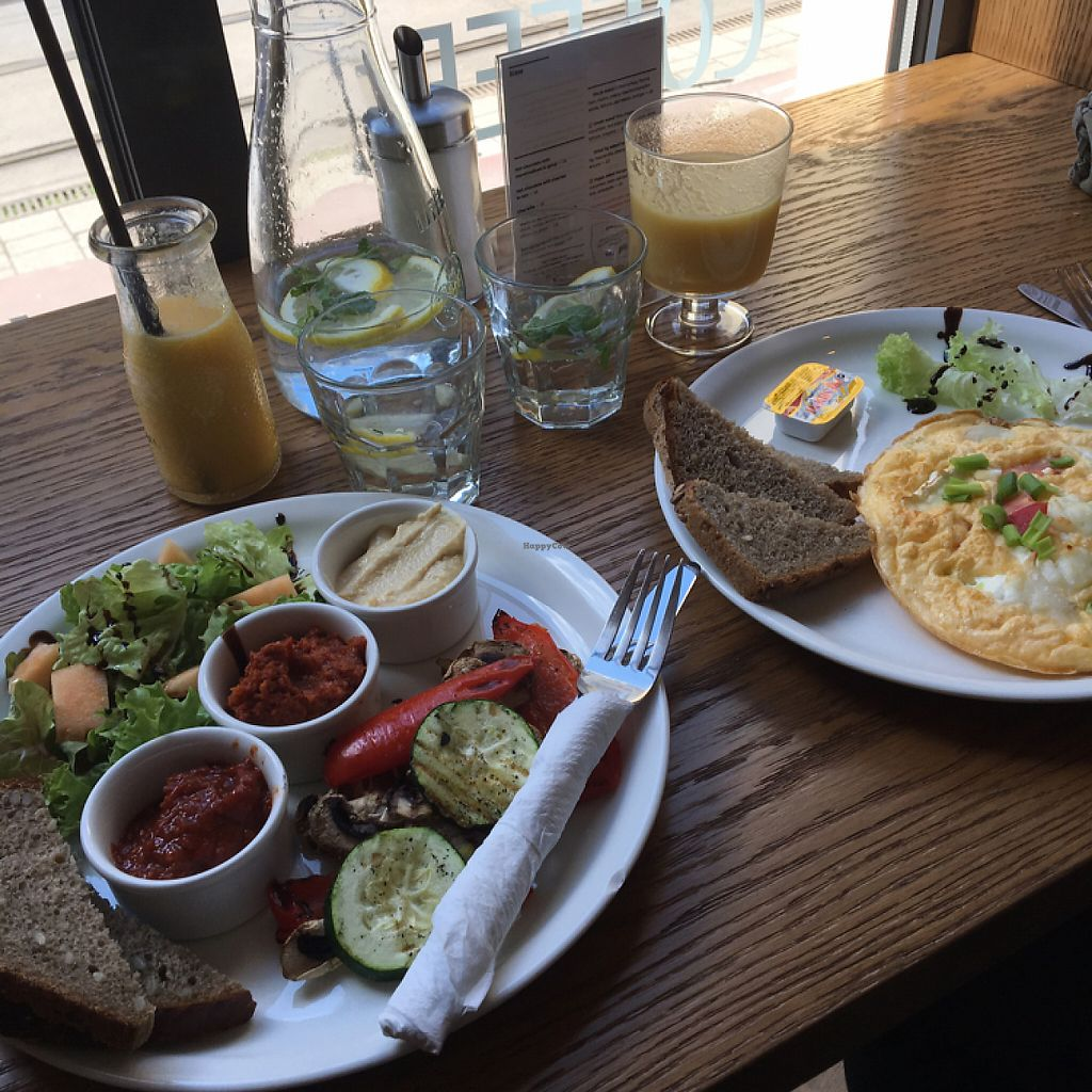 "Photo of Mo-Ja Cafe  by <a href=""/members/profile/cajb"">cajb</a> <br/>vege-veg (vegan) and frittata (vegetarian) <br/> May 20, 2017  - <a href='/contact/abuse/image/75826/260598'>Report</a>"