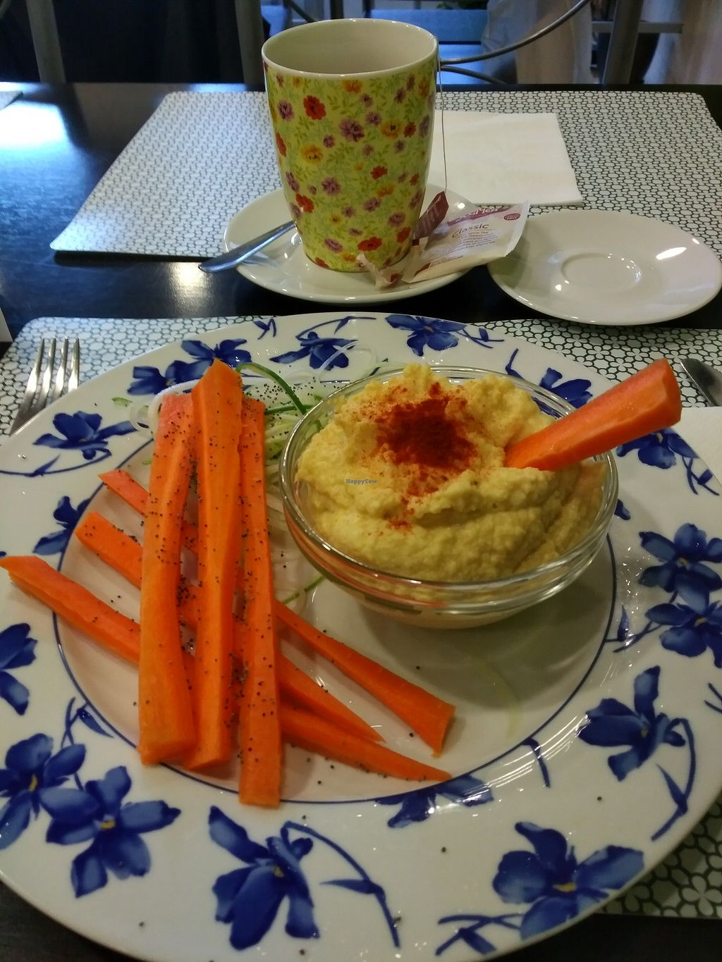 """Photo of La Vita e Vegan  by <a href=""""/members/profile/Ryecatcher"""">Ryecatcher</a> <br/>First course - hummus <br/> July 30, 2017  - <a href='/contact/abuse/image/75923/286589'>Report</a>"""