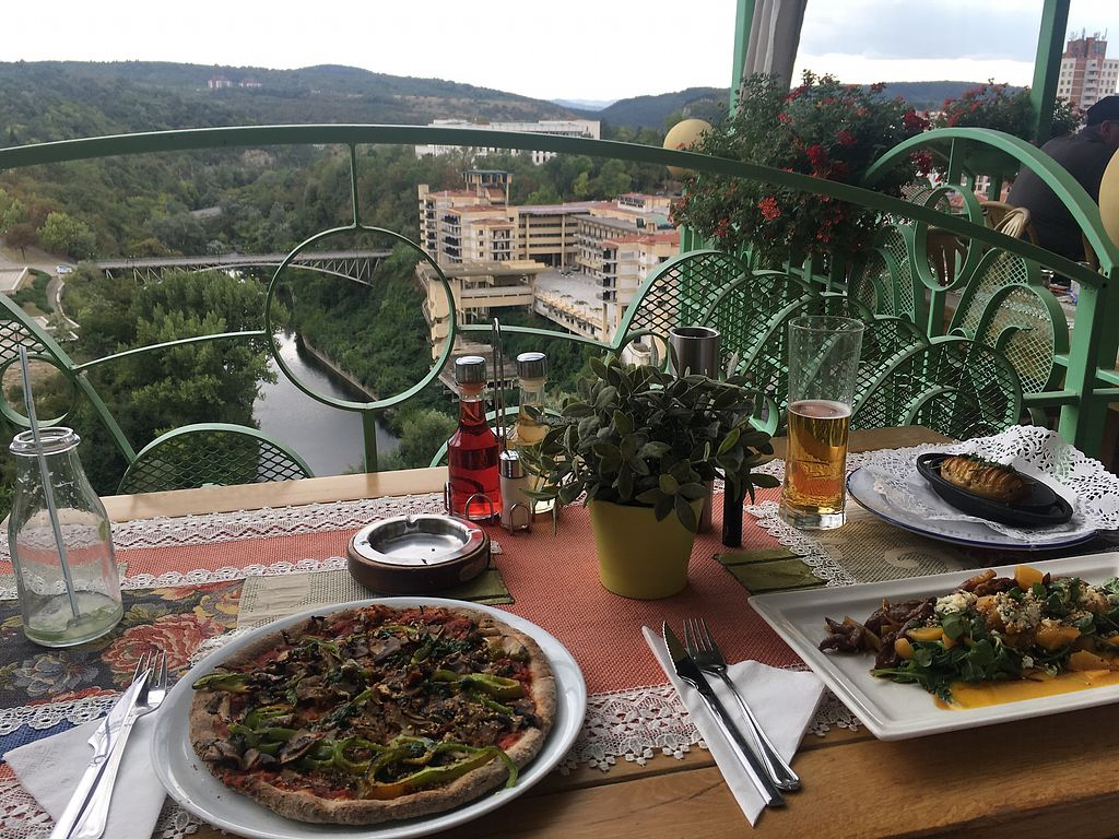 """Photo of Shtastliveca1  by <a href=""""/members/profile/Kathapilla"""">Kathapilla</a> <br/>Vegan pizza with a view! ???? <br/> September 13, 2017  - <a href='/contact/abuse/image/76051/304049'>Report</a>"""