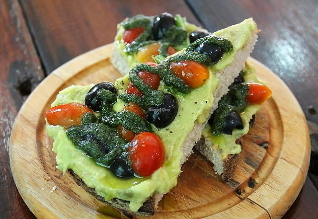 """Photo of Bubba's Coffee Bar  by <a href=""""/members/profile/reissausta%20ja%20ruokaa"""">reissausta ja ruokaa</a> <br/>Avocado bread.  <br/> July 7, 2017  - <a href='/contact/abuse/image/76069/277584'>Report</a>"""