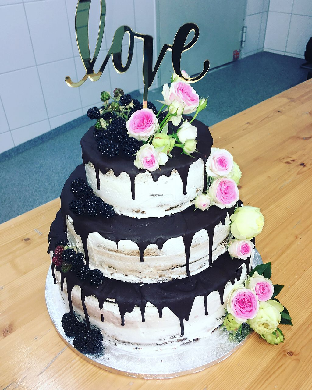 """Photo of Leckerschmecker Küchenfee  by <a href=""""/members/profile/Kuechenfee"""">Kuechenfee</a> <br/>vegan weeding cake <br/> August 19, 2017  - <a href='/contact/abuse/image/76132/294384'>Report</a>"""