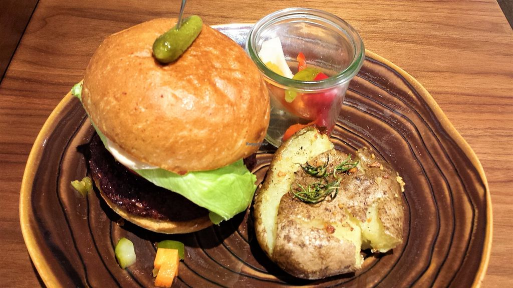 "Photo of Mr Farmer Omotesando  by <a href=""/members/profile/Vegan%20Yoko"">Vegan Yoko</a> <br/>Vegan Burger with Big mushroom  <br/> June 27, 2017  - <a href='/contact/abuse/image/76178/273856'>Report</a>"