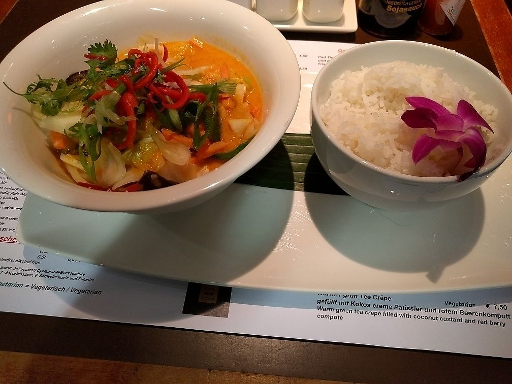 """Photo of Cosi Asiate - Frankfurt Airport  by <a href=""""/members/profile/cowsurfer"""">cowsurfer</a> <br/>Red thai curry with rice, vegetables, and tofu <br/> June 16, 2017  - <a href='/contact/abuse/image/76277/269674'>Report</a>"""