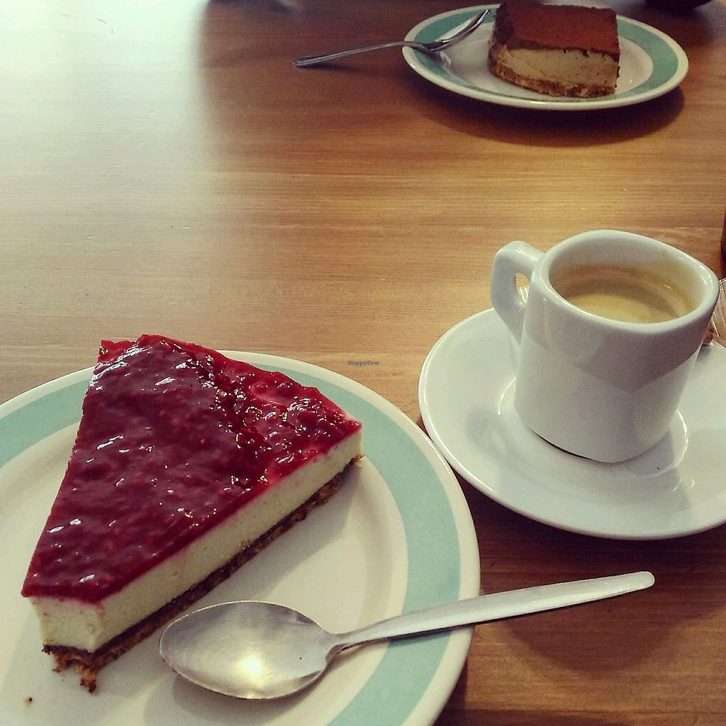 "Photo of La Face B  by <a href=""/members/profile/Paul%C3%ADna%C5%BD%C3%A1kovsk%C3%A1"">PaulínaŽákovská</a> <br/>raspberry cheesecake :)) <br/> January 15, 2018  - <a href='/contact/abuse/image/76902/346738'>Report</a>"