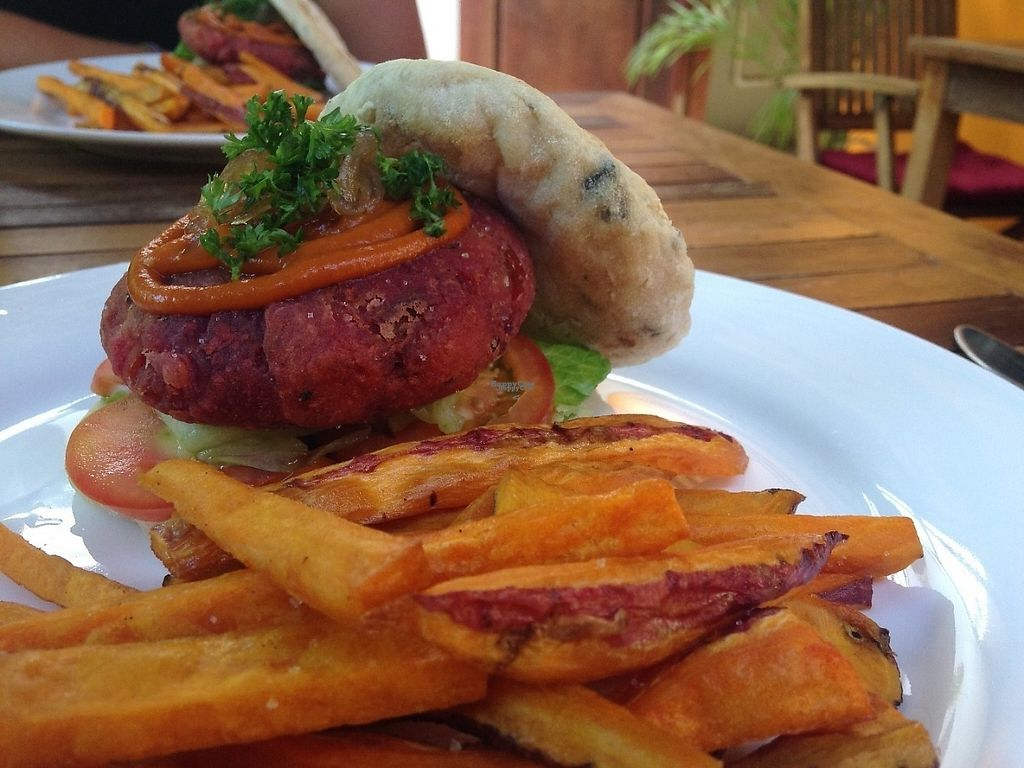 """Photo of The Veg G Table Cafe  by <a href=""""/members/profile/VeganMush"""">VeganMush</a> <br/>Huge portions - burger only $5.50 <br/> December 29, 2016  - <a href='/contact/abuse/image/76909/205894'>Report</a>"""