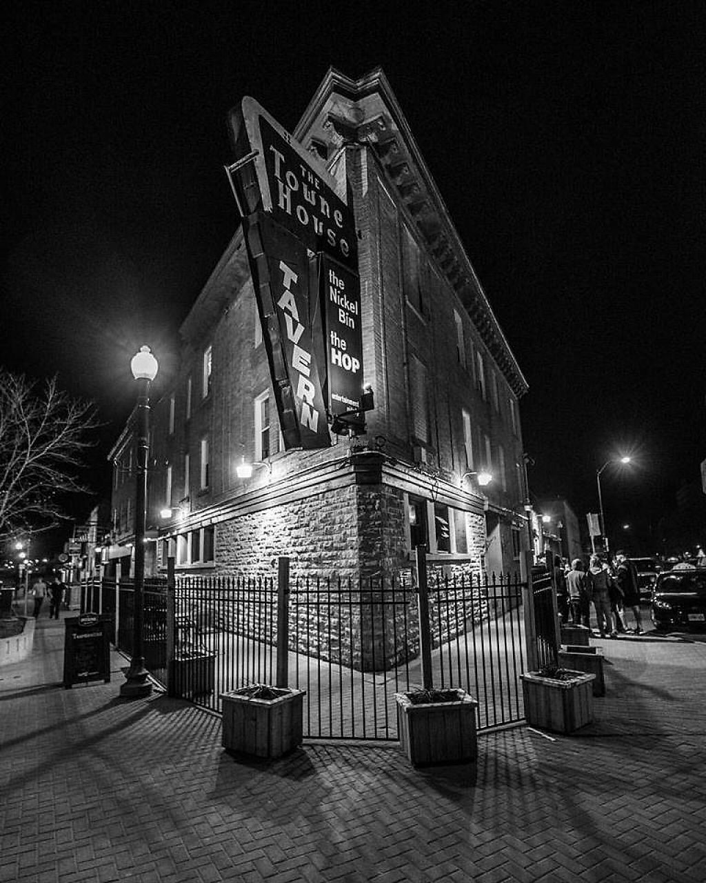 "Photo of The Townehouse Tavern  by <a href=""/members/profile/community4"">community4</a> <br/>Townehouse Tavern <br/> April 24, 2017  - <a href='/contact/abuse/image/76981/251883'>Report</a>"