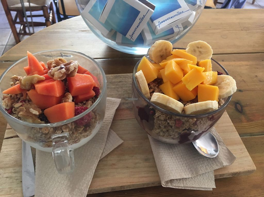 """Photo of Blatpicat  by <a href=""""/members/profile/veganthing"""">veganthing</a> <br/>Açai bowl with homemade granola and fresh fruit <br/> December 22, 2016  - <a href='/contact/abuse/image/77032/204099'>Report</a>"""