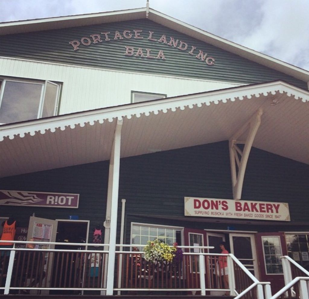 """Photo of Don's Bakery  by <a href=""""/members/profile/AmandaVollmershausen"""">AmandaVollmershausen</a> <br/>Don's Bakery from the outside - go in and take a number! <br/> August 3, 2016  - <a href='/contact/abuse/image/77207/164787'>Report</a>"""