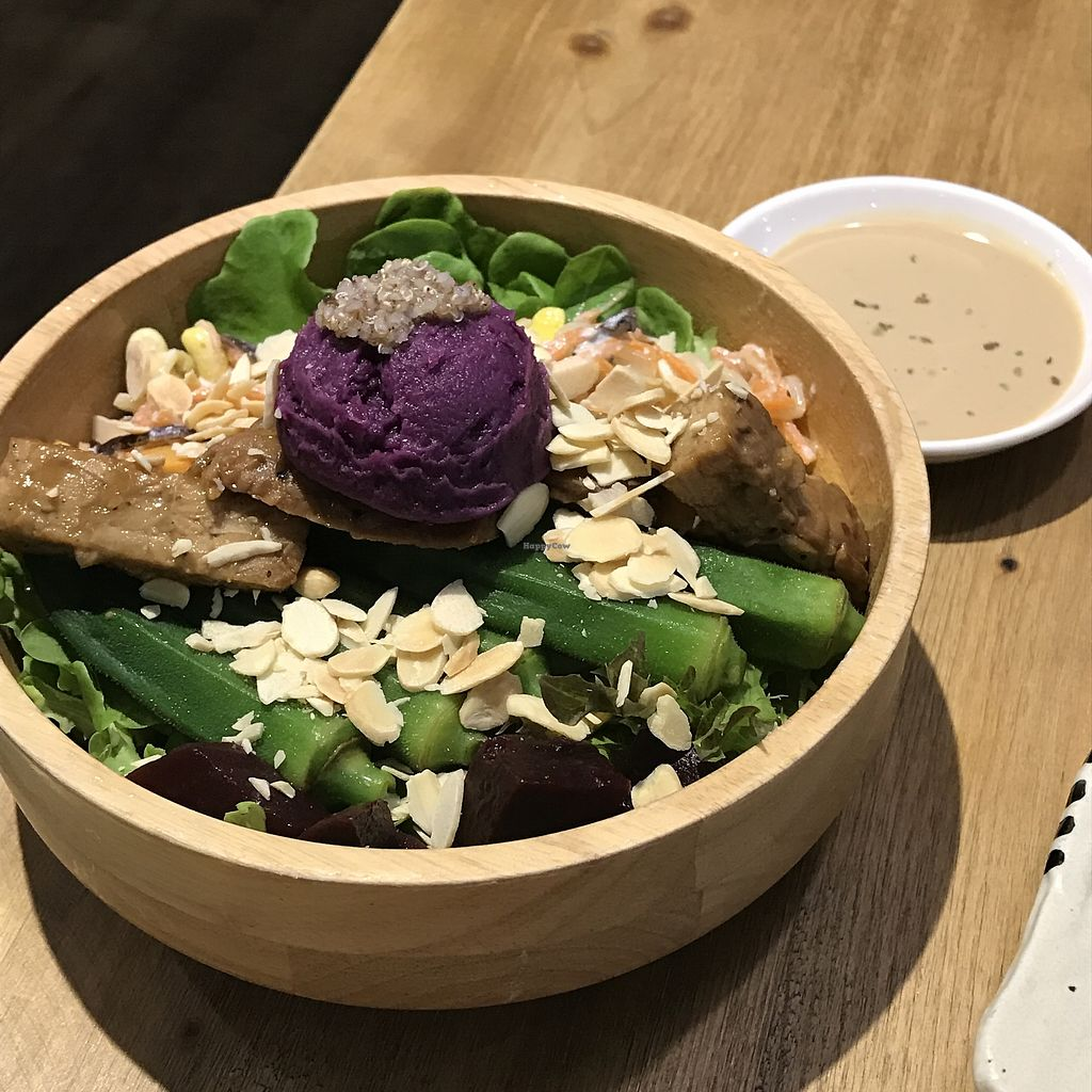 """Photo of Flourish  by <a href=""""/members/profile/Han-ChiYang"""">Han-ChiYang</a> <br/>Vegan bowl <br/> August 4, 2017  - <a href='/contact/abuse/image/77235/288570'>Report</a>"""