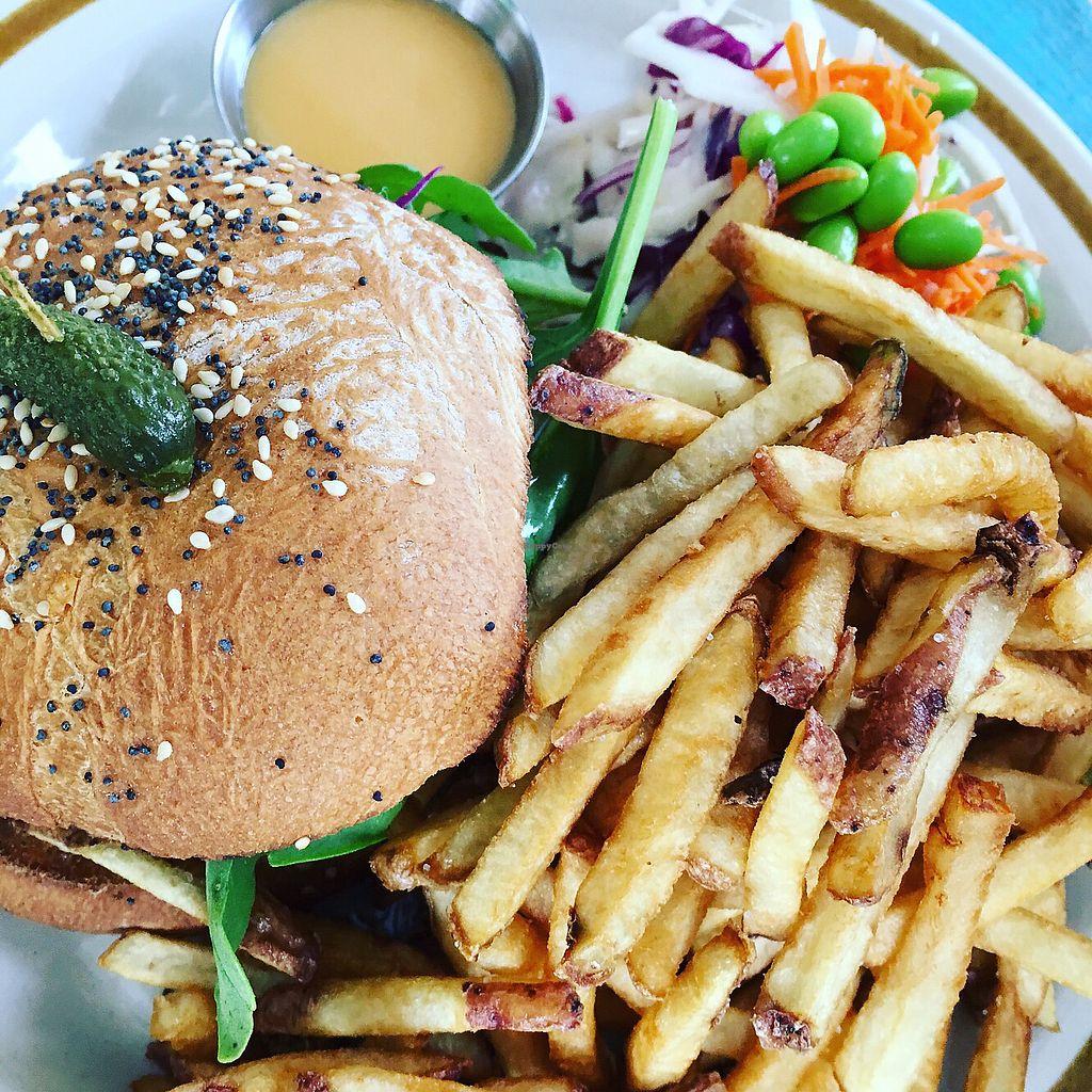 "Photo of Cafe Frida  by <a href=""/members/profile/KarineVilleneuve"">KarineVilleneuve</a> <br/>Burger de ""poulet"" <br/> June 29, 2017  - <a href='/contact/abuse/image/77558/274921'>Report</a>"