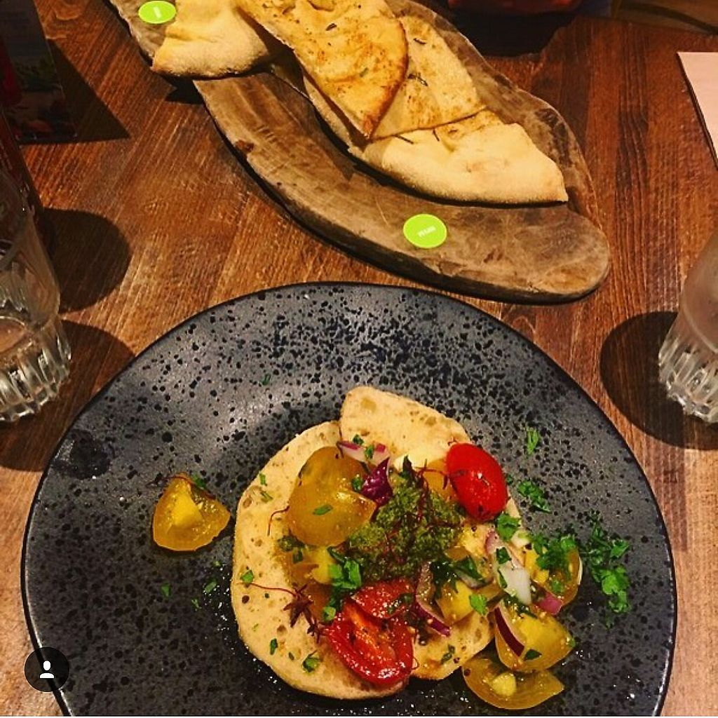 "Photo of Zizzi  by <a href=""/members/profile/edajoir"">edajoir</a> <br/>Vegan Bruschetta and Garlic Bread  <br/> September 16, 2017  - <a href='/contact/abuse/image/77561/305011'>Report</a>"