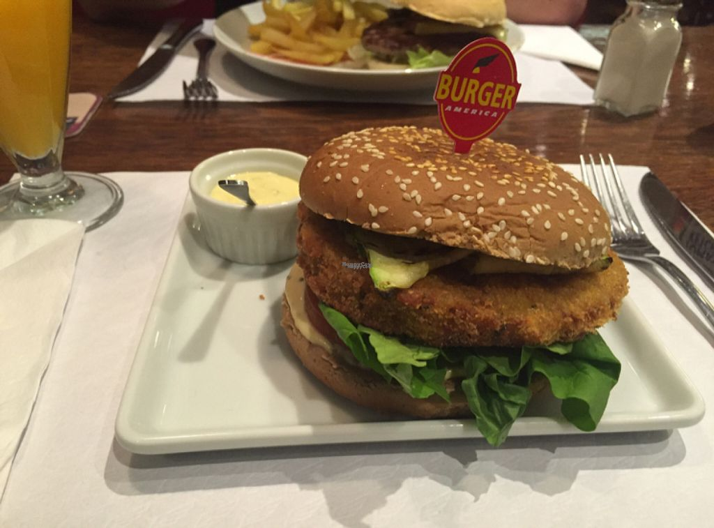 "Photo of America - Mooca  by <a href=""/members/profile/Paolla"">Paolla</a> <br/>Vegan burger <br/> August 16, 2016  - <a href='/contact/abuse/image/77603/169159'>Report</a>"