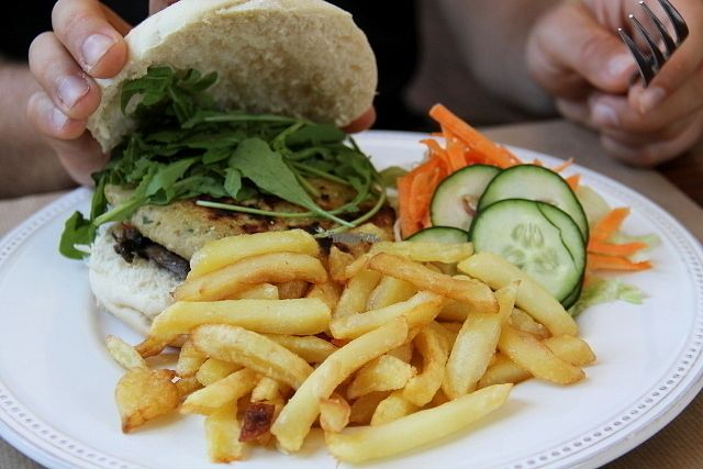 "Photo of Cafe na Fabrica  by <a href=""/members/profile/reissausta%20ja%20ruokaa"">reissausta ja ruokaa</a> <br/>Vegan burger at Cafe na Fabrica.  <br/> September 22, 2016  - <a href='/contact/abuse/image/77630/177329'>Report</a>"