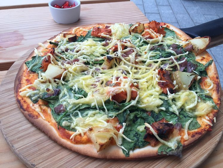 "Photo of The Stable - Kew Bridge  by <a href=""/members/profile/DiVersion"">DiVersion</a> <br/>vegan Kew garden pizza & chillis on the side! <br/> September 7, 2016  - <a href='/contact/abuse/image/77662/174111'>Report</a>"