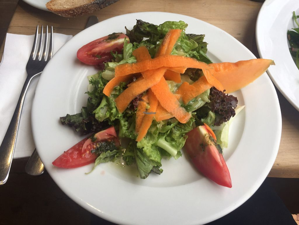 """Photo of Le Pain Quotidien - Vila Madalena  by <a href=""""/members/profile/Paolla"""">Paolla</a> <br/>Salad <br/> February 2, 2017  - <a href='/contact/abuse/image/78021/221384'>Report</a>"""
