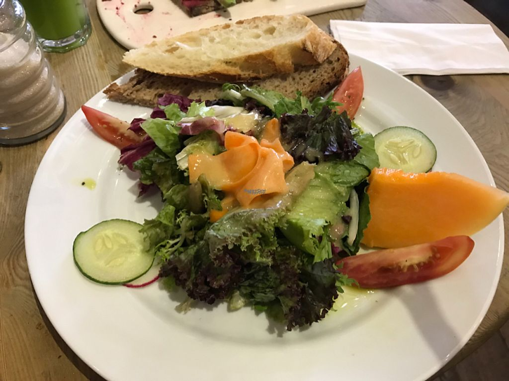 """Photo of Le Pain Quotidien - Vila Madalena  by <a href=""""/members/profile/Paolla"""">Paolla</a> <br/>Salad <br/> April 12, 2017  - <a href='/contact/abuse/image/78021/247412'>Report</a>"""