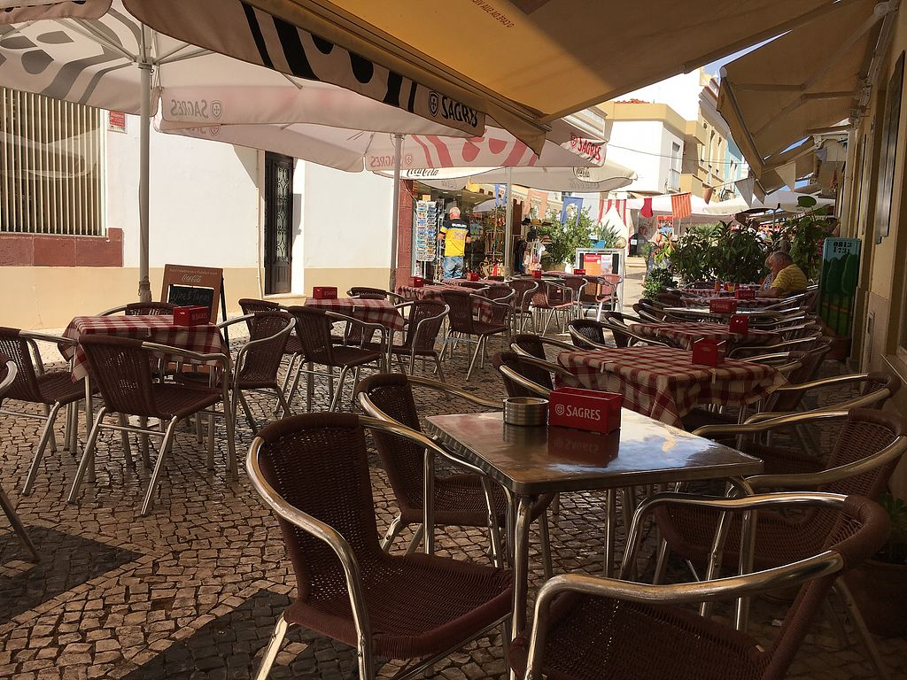 "Photo of Cafe e Companhia  by <a href=""/members/profile/hack_man"">hack_man</a> <br/>Outside seating  <br/> September 14, 2017  - <a href='/contact/abuse/image/78197/304305'>Report</a>"