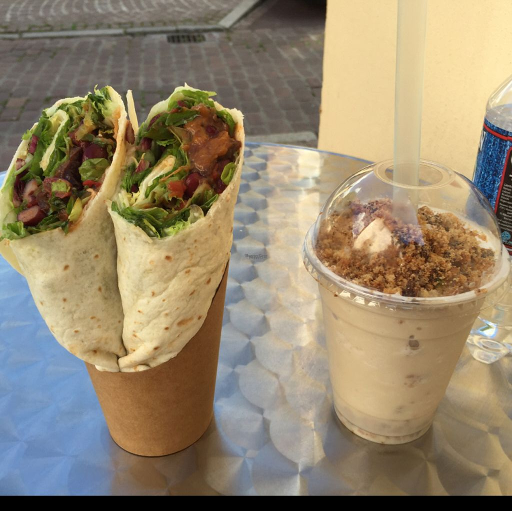 "Photo of 100% Le Bar a Jus  by <a href=""/members/profile/Aliwg"">Aliwg</a> <br/>tajine wrap and cookie milkshake <br/> August 10, 2016  - <a href='/contact/abuse/image/78414/167428'>Report</a>"