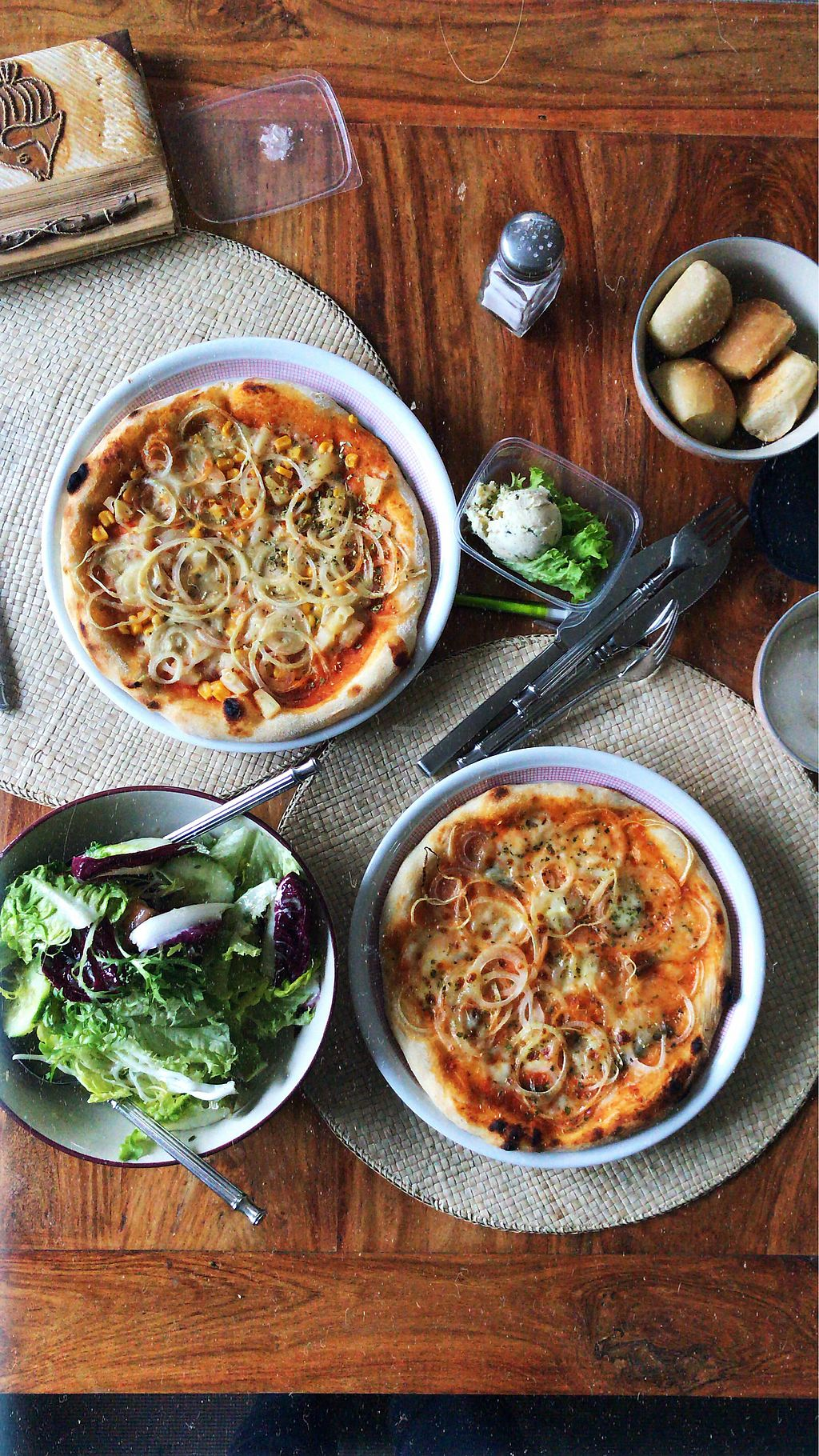"""Photo of Casa Tua  by <a href=""""/members/profile/paralipomena"""">paralipomena</a> <br/>The upper left pizza is vegan. Bread, spread and salad are vegan as well. ? <br/> April 10, 2018  - <a href='/contact/abuse/image/78537/383465'>Report</a>"""