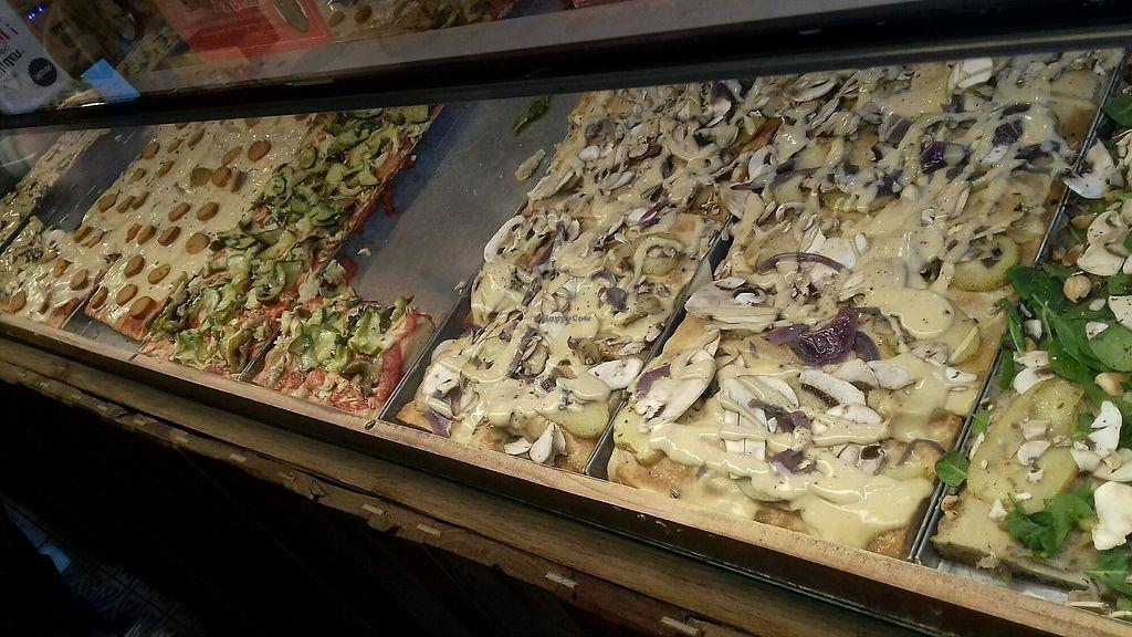 "Photo of Hank Vegan Pizza  by <a href=""/members/profile/SportifVegan"">SportifVegan</a> <br/>le choix de pizza a la part <br/> February 19, 2018  - <a href='/contact/abuse/image/79001/361222'>Report</a>"