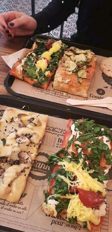 "Photo of Hank Vegan Pizza  by <a href=""/members/profile/Chlo%C3%A9VegFire"">ChloéVegFire</a> <br/>2 parts de pizza <br/> April 15, 2018  - <a href='/contact/abuse/image/79001/386347'>Report</a>"
