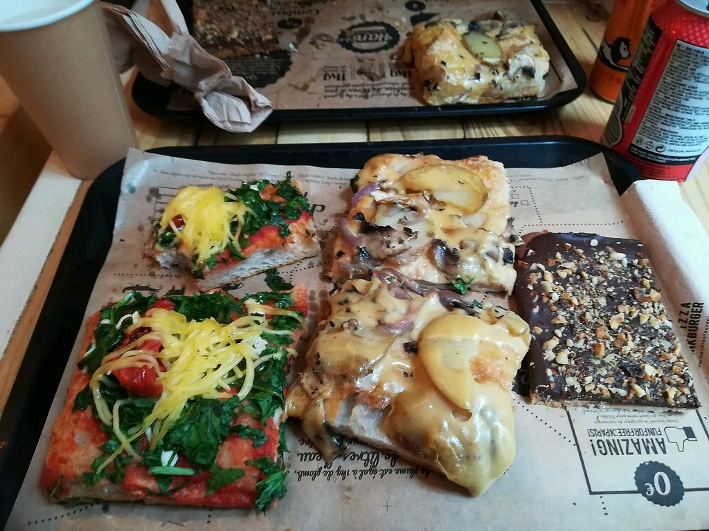 """Photo of Hank Vegan Pizza  by <a href=""""/members/profile/Karotte"""">Karotte</a> <br/>Vincenzo and montagnarde pizzas and a wonderful desert for chocolate addicts :)  <br/> May 11, 2018  - <a href='/contact/abuse/image/79001/398191'>Report</a>"""