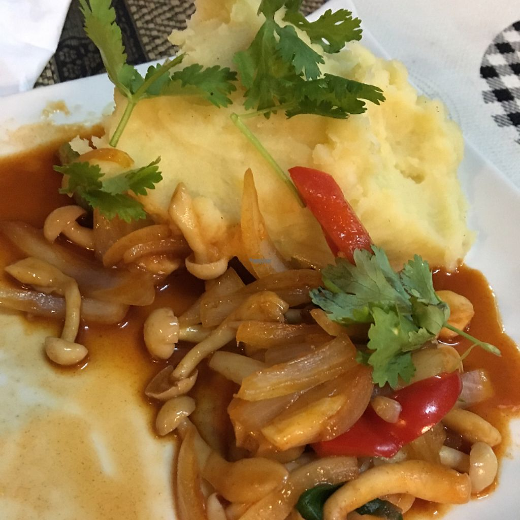"""Photo of CLOSED: D.D Samui Vegan Restaurant  by <a href=""""/members/profile/Lindaerna"""">Lindaerna</a> <br/>Mashed potatoes w mushrooms  <br/> January 1, 2017  - <a href='/contact/abuse/image/79203/206839'>Report</a>"""