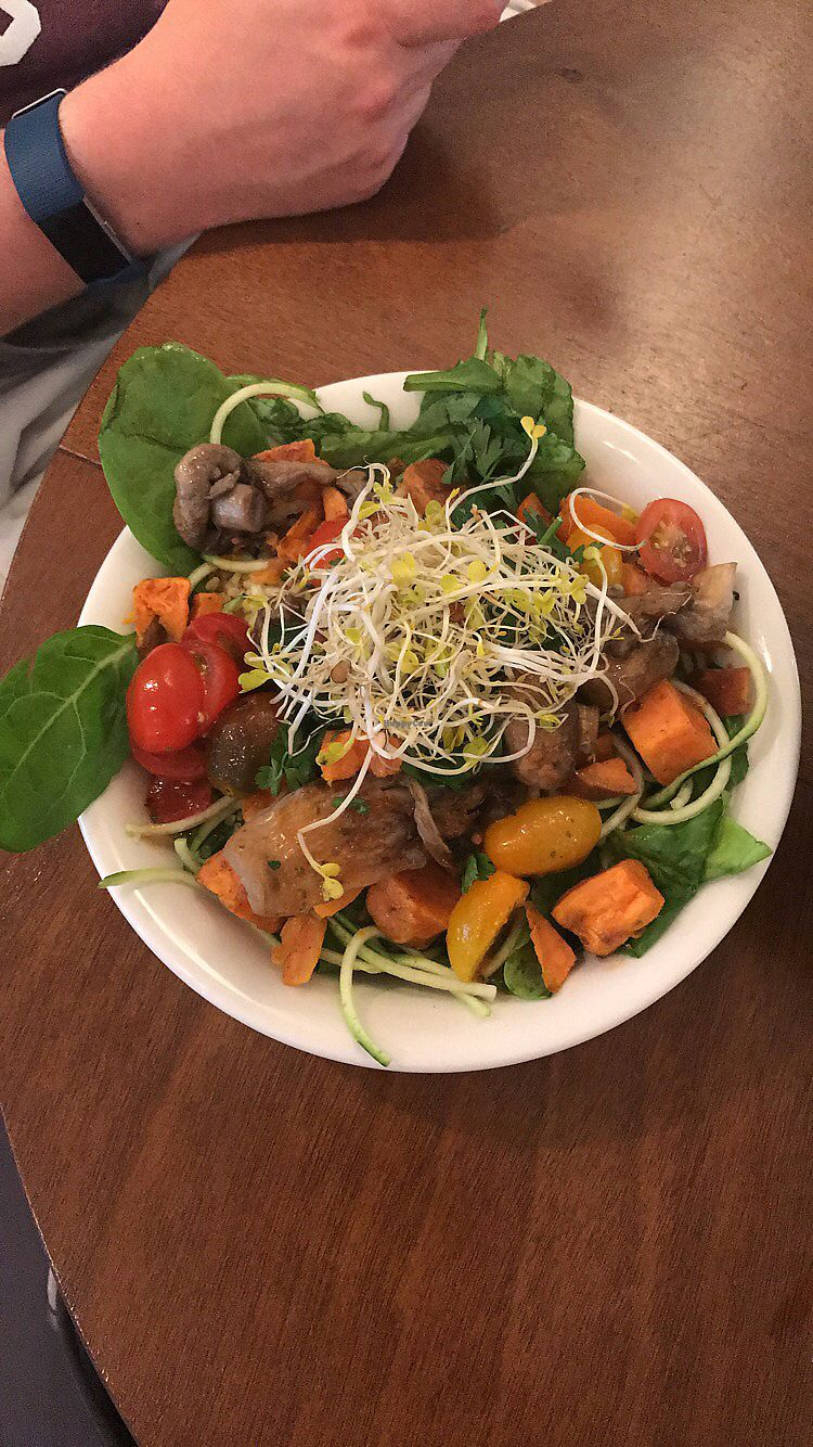 """Photo of SLA - Utrechtsestraat  by <a href=""""/members/profile/lismageese"""">lismageese</a> <br/>Oregano & Lemon salad with Mushrooms <br/> August 30, 2017  - <a href='/contact/abuse/image/79233/298926'>Report</a>"""