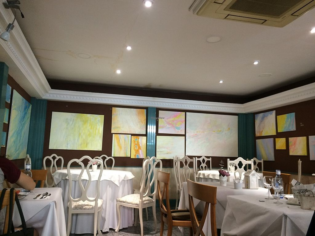 """Photo of La Parada de San Martin  by <a href=""""/members/profile/mariaig"""">mariaig</a> <br/>General view of restaurant. Some tables have fabric table clothes and others are paper table clothes. Dated decoration.  <br/> July 21, 2017  - <a href='/contact/abuse/image/79329/282667'>Report</a>"""
