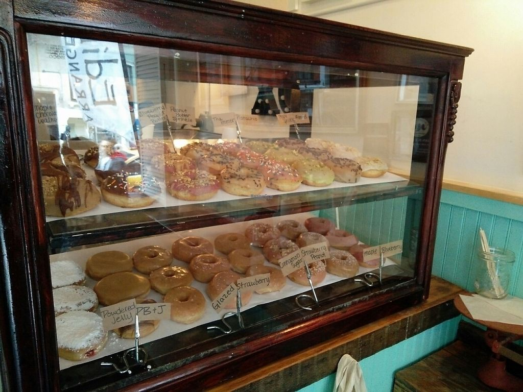"""Photo of Dun-Well Doughnuts  by <a href=""""/members/profile/martinicontomate"""">martinicontomate</a> <br/>all the types of doughnuts <br/> April 22, 2017  - <a href='/contact/abuse/image/79385/251076'>Report</a>"""